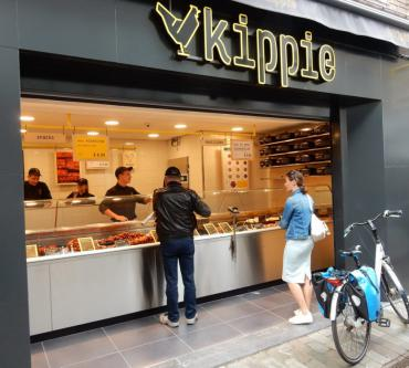 Kippie geopend in Klokstraat